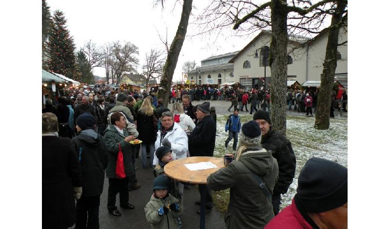 Weihnachtsmarkt Typische Speisen.Glühwein Heiße Maroni Und Vieles Mehr Der Peißenberger